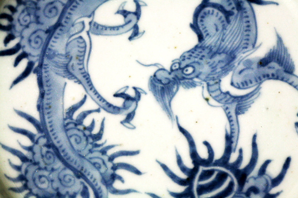 染付の龍皿